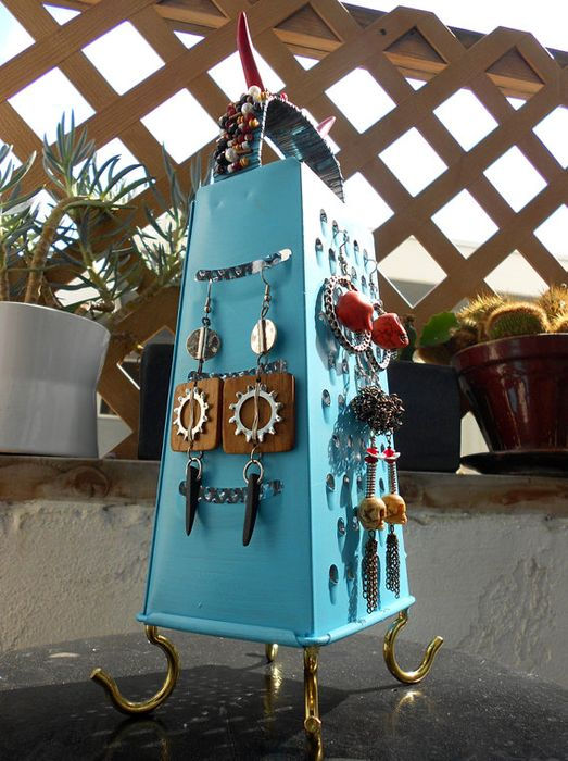 stand for earrings from the grater with your own hands