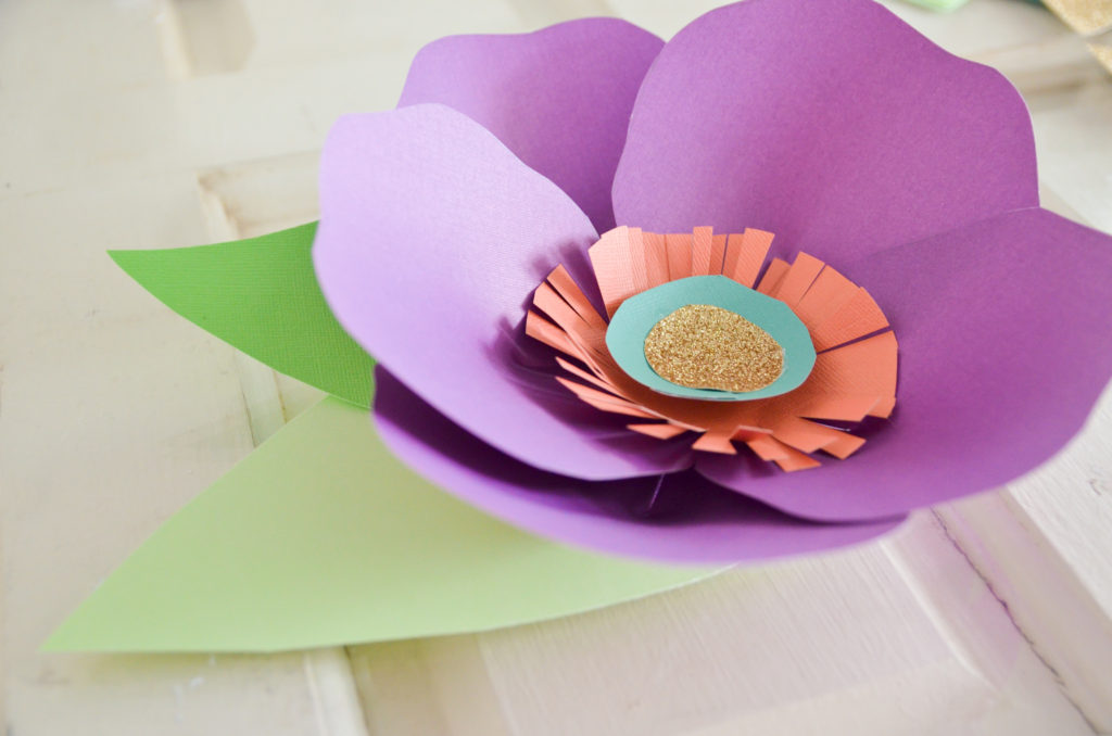 flowers by hand from ribbons of paper Foamirana newspaper fabric felt handy material