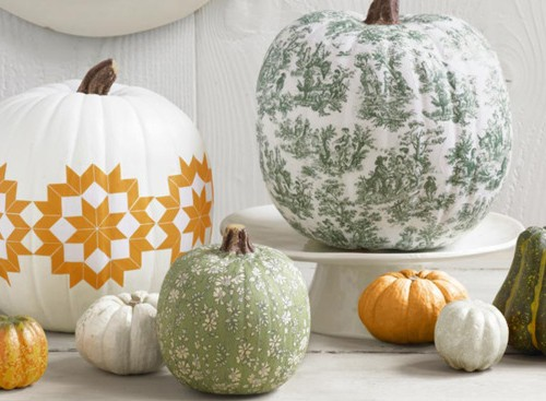 We paint a pumpkin and draw patterns on it