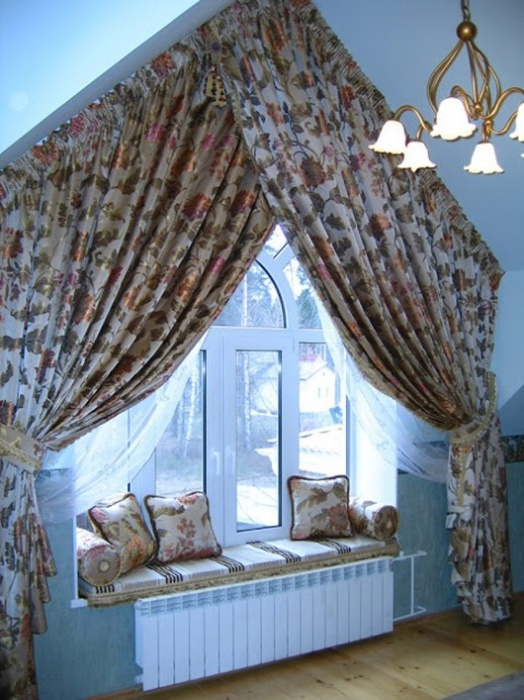 Curtains crosswise in the interior