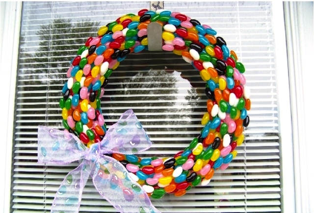 New Year's wreath of sweets with their own hands