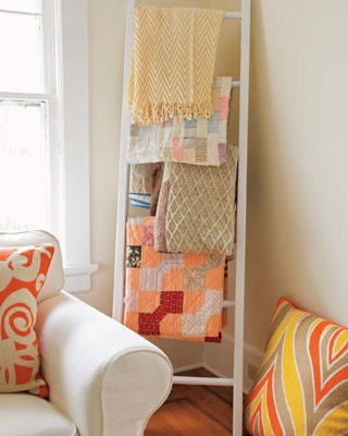 Ladders in the interior - a rug for blankets and bedspreads