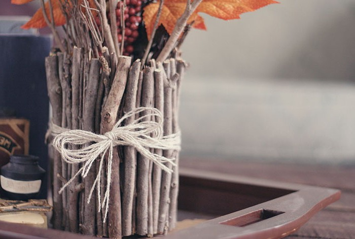 A simple way to make a vase from branches - photo