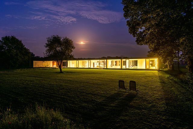 glass house villa sterk in the evening