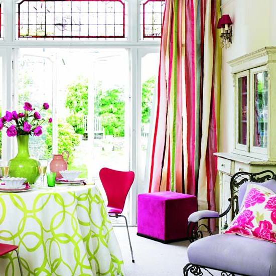 Shades of green and pink for spring textile in the apartment