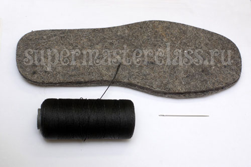 Felt sole for knitted boots