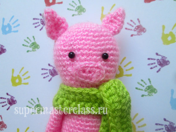 Crochet pig with a pattern