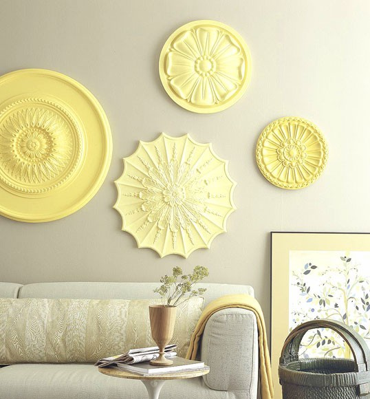 Rosettes on the wall, decorating ideas for the house with their own hands