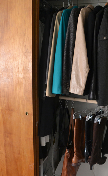 Storage of shoes and bags in the closet