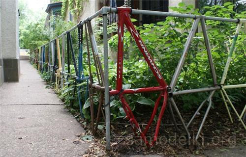 Fence from bicycle frames
