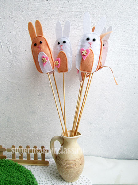 Felt bunnies with their own hands with a pattern