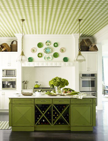 Green in the kitchen: furniture and original ceiling