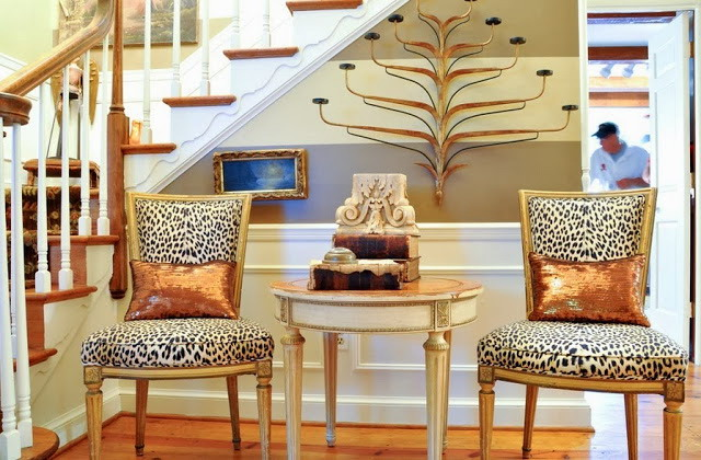 Leopard print in the interior - chairs